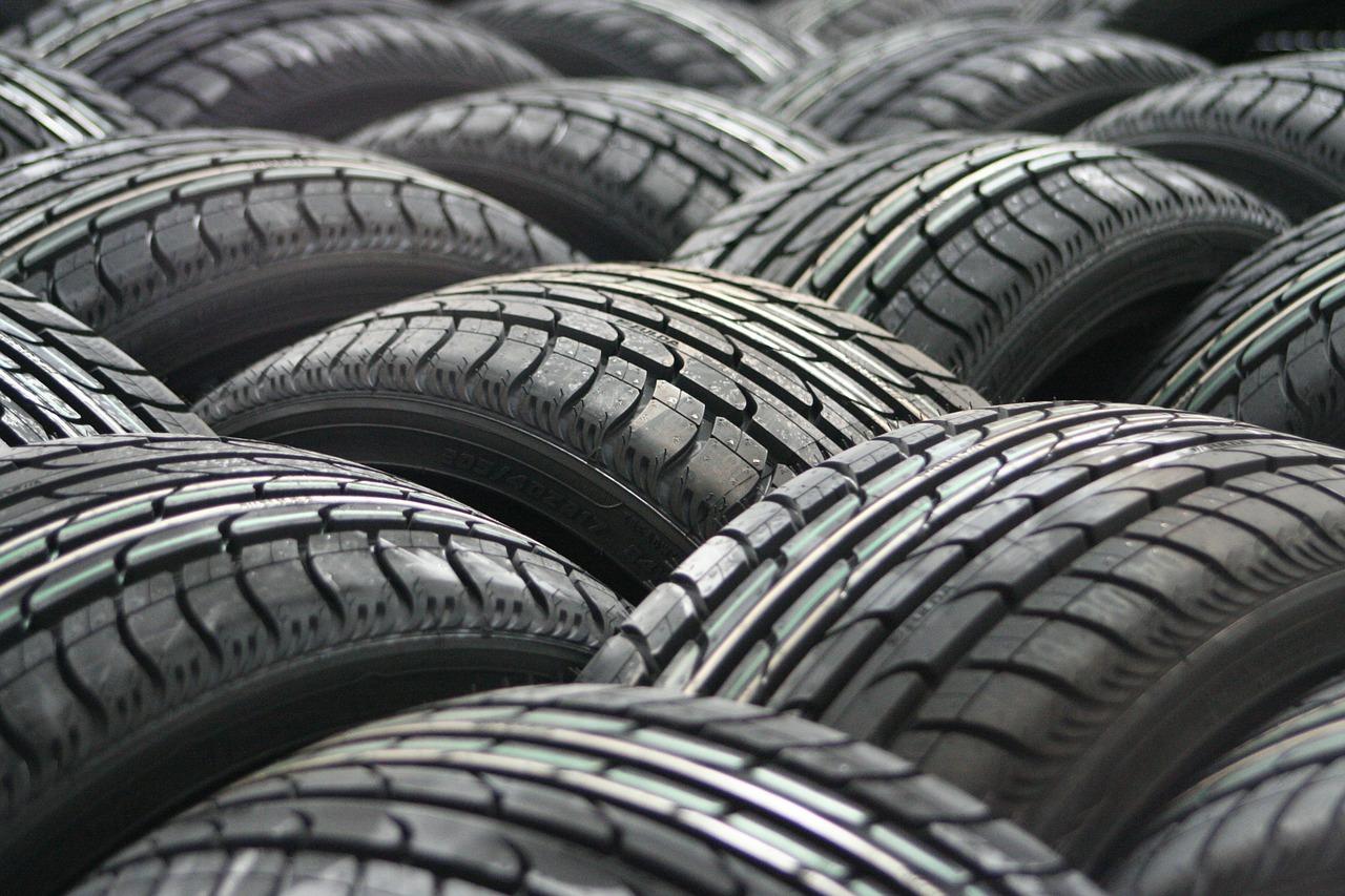 タイヤを売る方法と処分方法